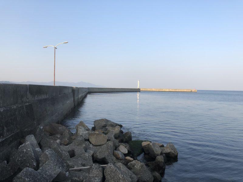 洲本港白灯台