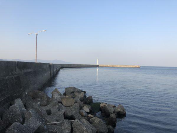 洲本港 白灯台