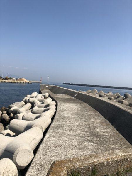 洲本港中心部の小波止
