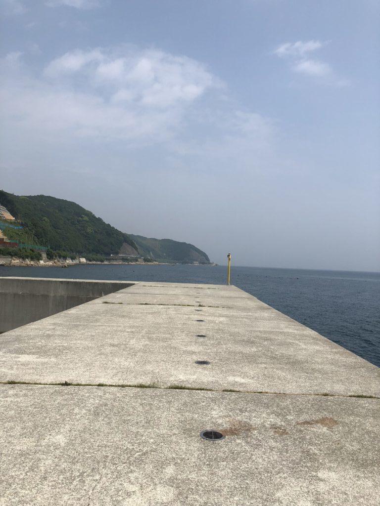 炬口漁港沖向き