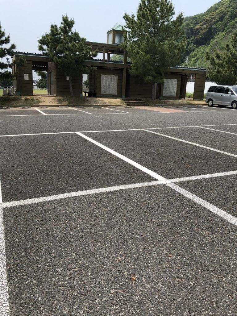 炬口漁港トイレと駐車場