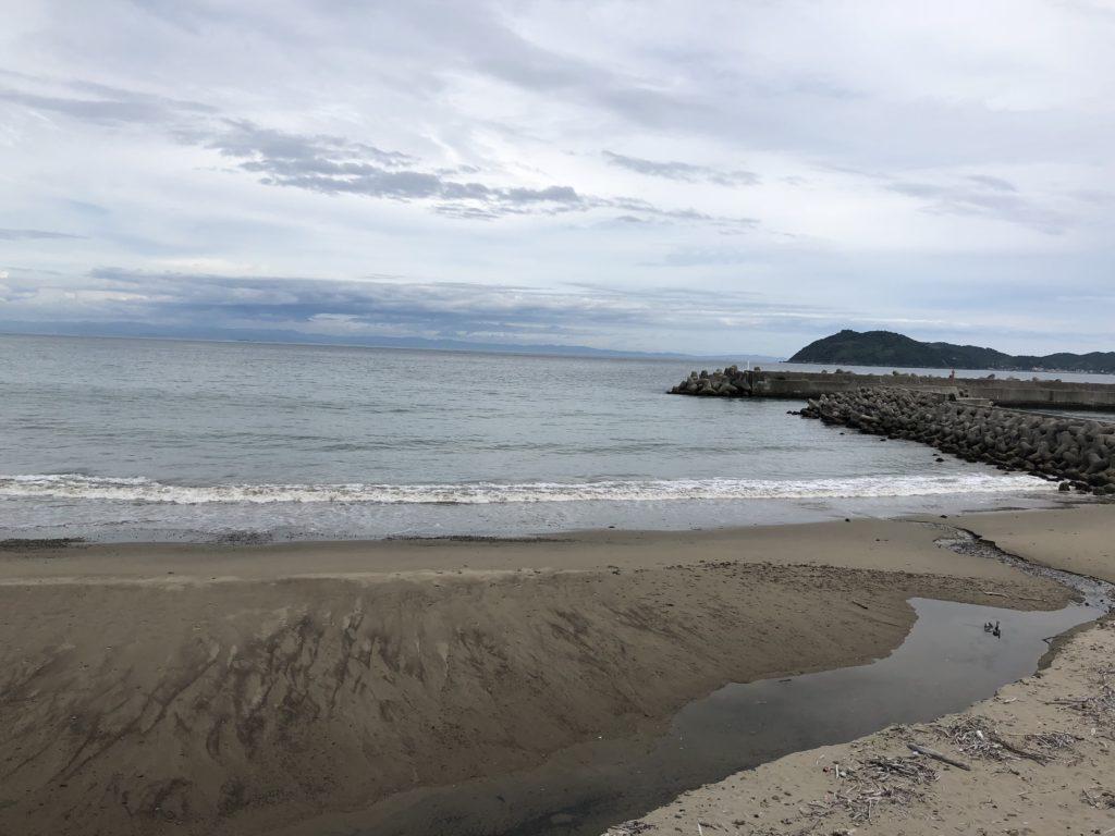 土生港横の砂浜