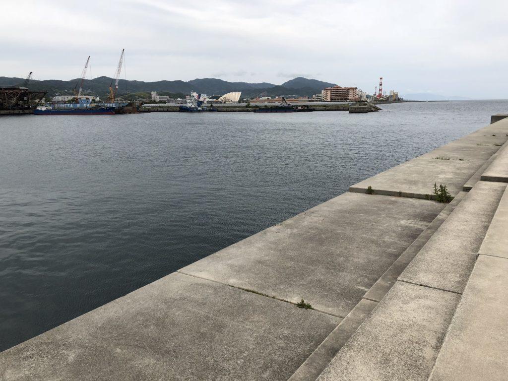 塩田防波堤内向き