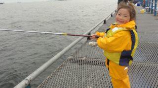 釣りを楽しむ女の子