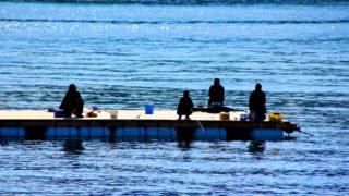 筏の上の釣り人