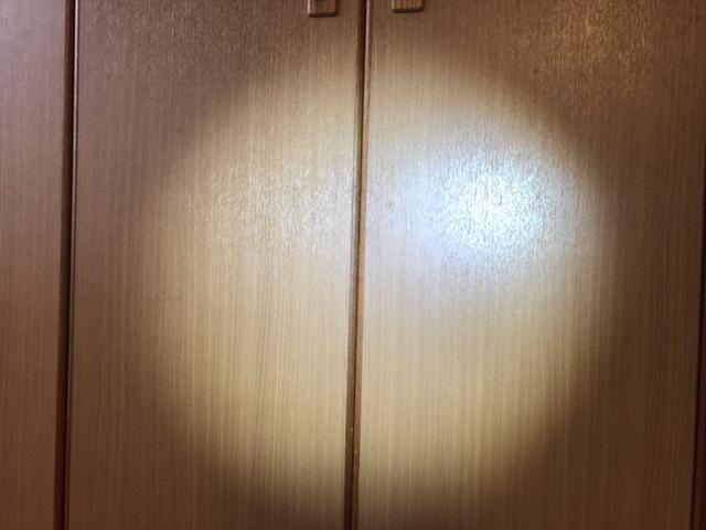 部屋でライトを点けた状態